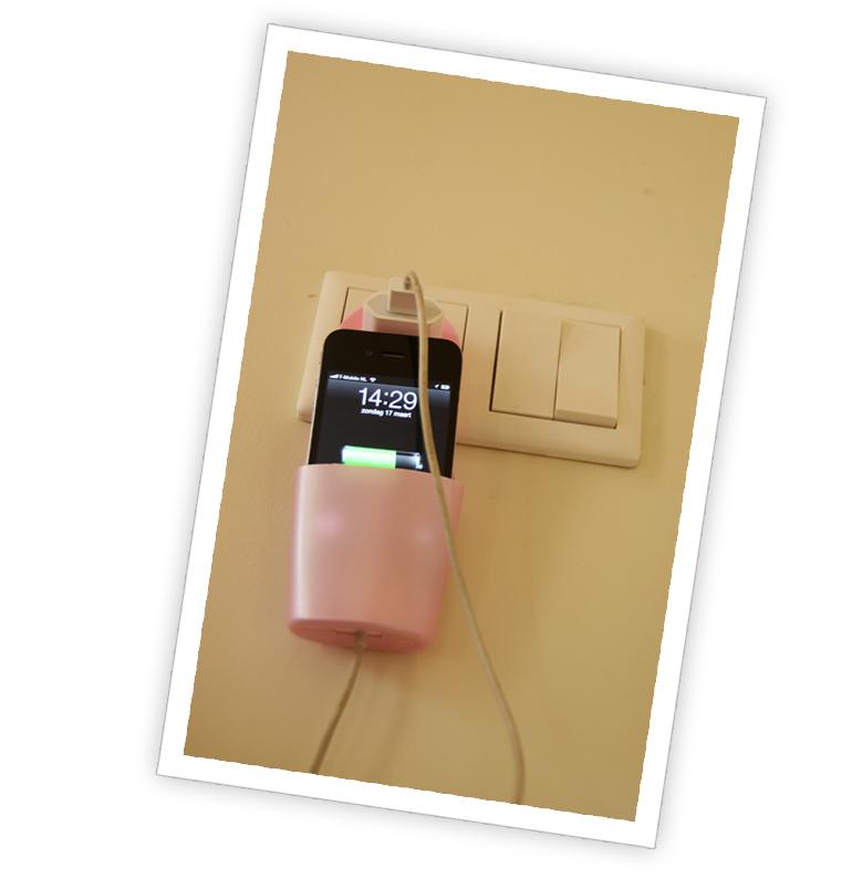 iPhoneHanger04